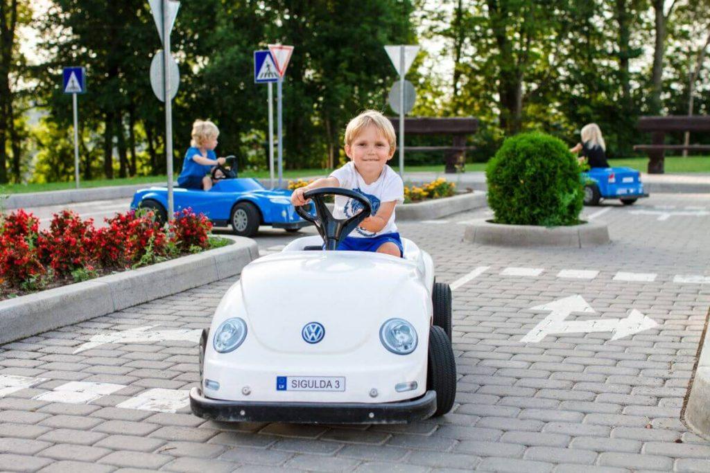 Обучение в детской автошколе