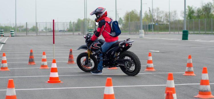 Научится ездить на мотоцикле