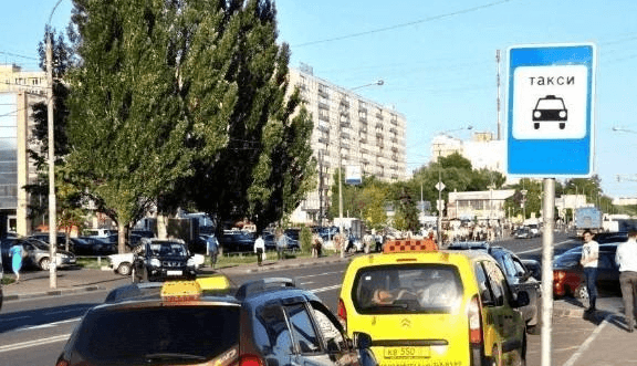 Знак стоянка такси: можно ли парковать автомобиль?
