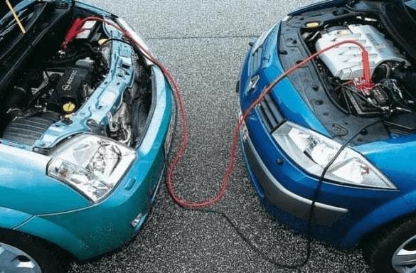 Как правильно прикурить автомобиль от другого автомобиля?